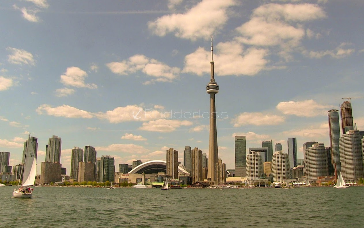 must see places in toronto - cn tower
